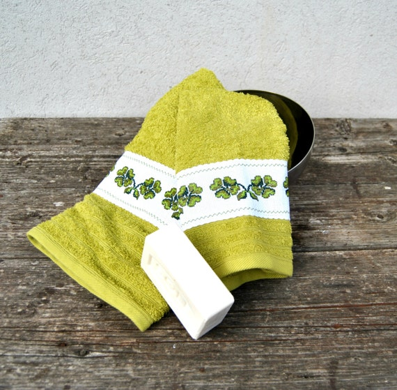 Embroidered Terry Cloth Hand Towels: Items Similar To Bath Towel Set Hand Embroidered Clovers