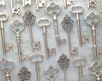 Skeleton Key Wedding Favors - 30pcs - The Bennett Collection - Key Assortment in Antique SILVER - Set of 30 Keys - 3 STYLES