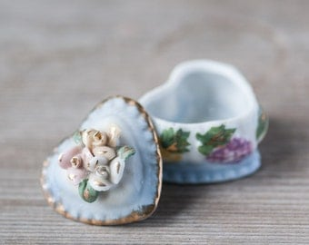 Small Vintage Jewelry Box, Tiny Heart Shape Trinket Box, Ring Box, Shabby Chic Gift for Girl, Floral Trinket Box, Ceramic Jewelry Box