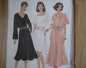 Vogue Pattern 8957 Misses' Dress    1994     Uncut