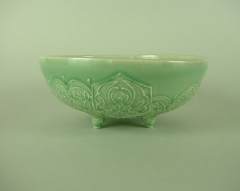 Thrown Serving Bowl - Pistachio Green Bowl with feet - Medium