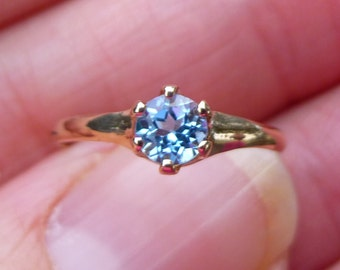 Art Deco Engagment ring with natural  25 points  sapphire in orginal box  Size 5