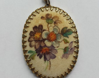 Vintage Floral Gold Tone Pendant Necklace