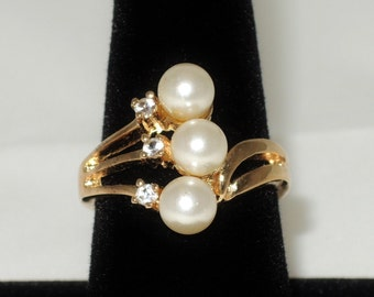 Gold Tone Zirconia and Faux Pearl Ring Size 9 NOS