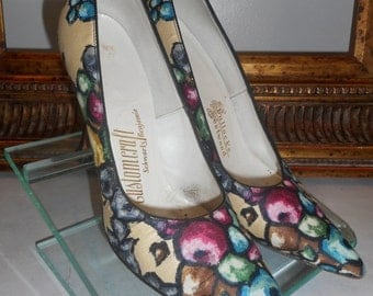 30% OFF SUMMER SALE - - Vintage 1960's Customcraft Multi Color Pumps with Black Patent Leather Heels - Size 6 1/2