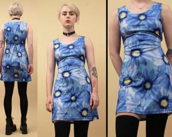90s Vtg SURREAL Daisy Print Micro Mini Dress / Sleeveless Scoop Neck Photo Print GRUNGE Club Kid / Xs Sm
