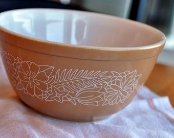 Pyrex 402  1 1/2 Qt. Woodland Brown Vintage Mixing Bowl