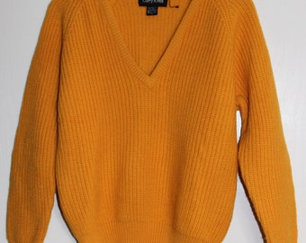 Vintage V-Neck Sweater in Mustard Yellow - Size M