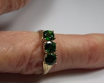 Green Tourmaline Ring 1.35Ctw Yellow Gold 10K 2.3gm Size 8 3-Stone Style