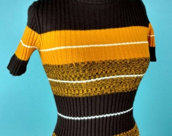 1970s Golden Brown Stripe Tight Fit Short Sleeve sweater Small