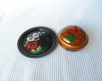 Floral Plate Metal Enamel Bargeware Vintage Poppies and Daisies Cottage Shabby Chic