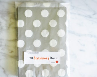 Silver and White Circle Pattern Party Favour Bags - 5 x 7 inch Favor Gift Bag - Packet of 12