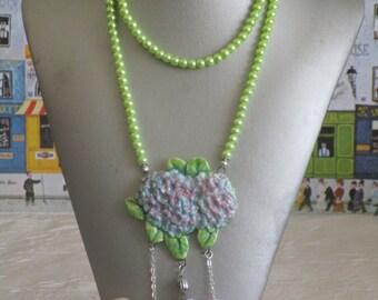 """Magnifique collier plastron sautoir de ma nouvelle série avec connecteurs en céramique Hortensia multicolore """""""