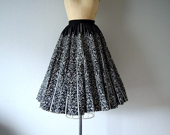 SALE . 1950s Mexican circle skirt . vintage 50s sequined skirt