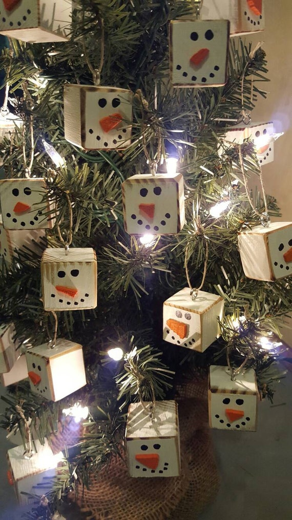 Christmas decorations made from wood pallets hallow keep for Homemade tree decorations