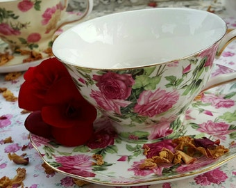 Tea Cups with Saucers / Vintage Tea Cups