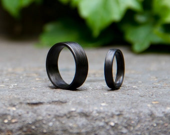 Set of two black carbon fiber wedding and engagement bands. Unique jewelry rings. Engagement Rings (00113)