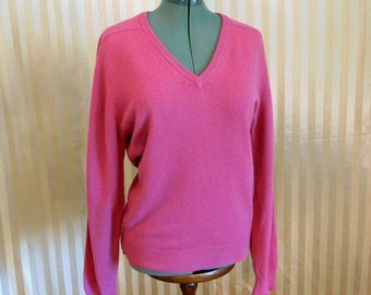 Vintage 70s Women's 100% Cashmere by PRINGLE Made in Scotland Rose V-neck Sweater 40 size M