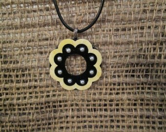 Small 1 1/4 inch metal washer necklace - Black with yellow rim and pearls