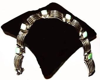 """Doddz Link Bracelet Mint Green Stones Signed 11 W.30th St Inc. Gold Bars 7 1/4"""" Vintage"""
