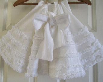 Christmas Tree Skirt in Pretty Snow White Tree Skirt