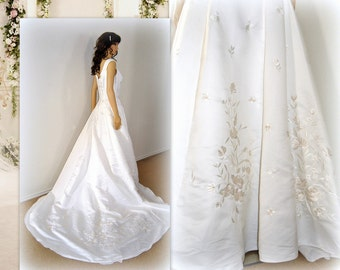 Royal Wedding Dress, Sweep Gown, Classic, Embroidery Ball Gown, Princess Fairy Tale, Back Chapel Train, Pearls Fit Flare, Great Condition