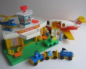 Fisher Price Play Family Jetport #933-Complete