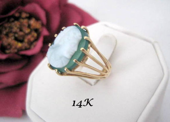 14K Gold Cameo Ring  - Green Chalcedony -  Cocktail Ring - Size 7.5