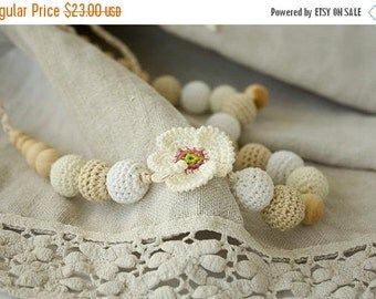 SALE White Poppy Crochet Nursing / Breastfeeding Necklace - white, cream, beige - baby shower gift, babywearing - FrejaToys