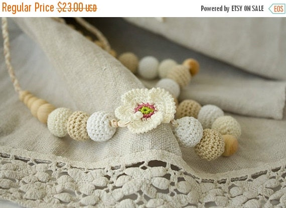 SALE White Poppy Crochet Nursing / Breastfeeding Necklace - white, cream, beige - baby shower gift, babywearing - FrejaToys
