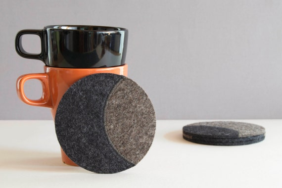 Set of round felt coasters, grey felt coasters, round coasters, wool felt, handmade, gift idea, housewarming gift, made in Italy