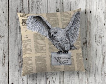 Decorative Pillow of Hedwig the Snowy Owl and Hogwarts School of Witchcraft and Wizardry from Harry Potter