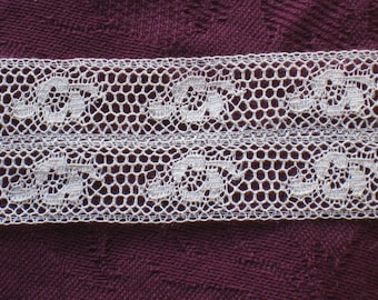 1 Yard Antique Cream Cotton Valenciennes Lace Trim - Floral Design - NOS Vintage Supplies - Wedding, Sewing, Crafting