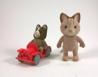 Sylvanian Families Calico Critters  - Two Animals with Red Car - Epoch 1985