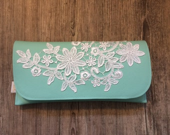Clutch mint with lace ornament