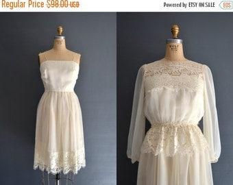 SALE - SALE 70s lace dress / 1970s wedding dress