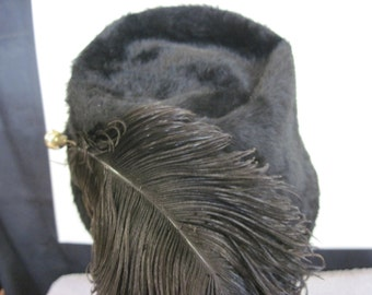 Very sophisticated 1940's black mouton hat