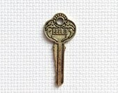 Sherlock Holmes 221B Baker Street Key Metal Needle Minder
