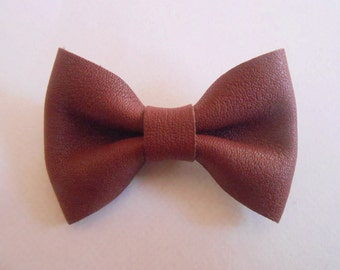 Leather knot of 4.5 x 3 cms hand-made
