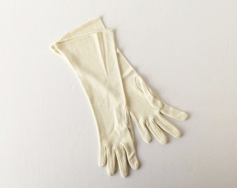 Vintage Off-White Mesh Gloves 1950s 1960s Classic Length Rayon Size 6 Small Formal Evening Wedding Gloves, Gloves for Photo or Stage Prop