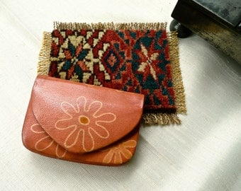Vintage Change Purse - Genuine Leather Coin Pouch - Tan and Floral Design - Accordion Style Small Pouch - Small Card Wallet - Change Wallet