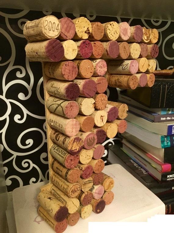 10 vin li ge lettre f fait plus de 80 bouchons de vin. Black Bedroom Furniture Sets. Home Design Ideas