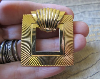Classically Retro Style Gold Tone Brooch Pin or Scarf Pin Holder Stay/ Well Made Designer Quality gold Tone Brooches