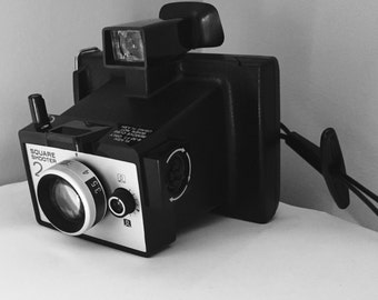 Vintage Camera Polaroid Land Camera Square Shooter 2 1970s
