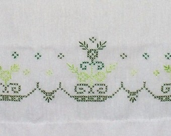 """1 Pair(2) of Vintage Pillowcases ~ White ~ Green Embroidery ~ 21"""" x 29.5"""" ~ Shabby Chic"""