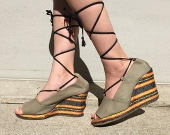 size 8 / 1970s canvas and raffia platform wedge gladiator sandals