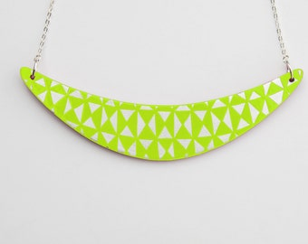 BOOMERANG Necklace Lime