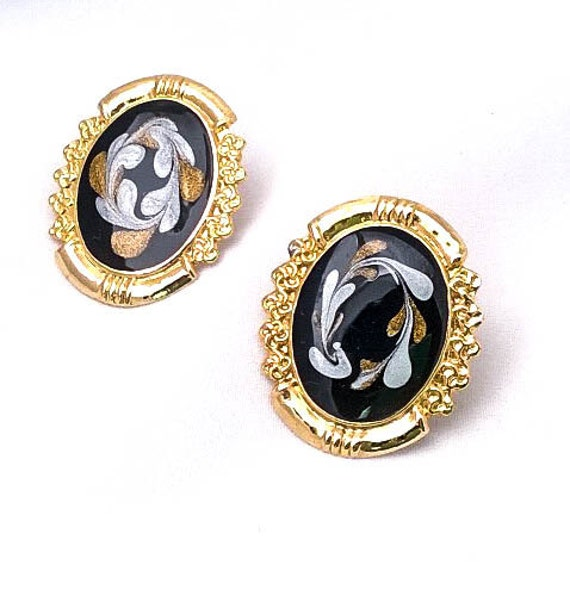 Vintage painted cameo gold colored framed round pierced earrings