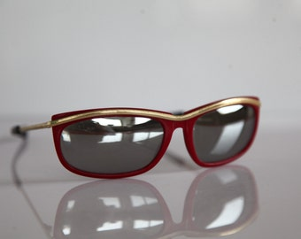 Vintage Polaroid Red Gold Frame,  Polarizing  Mirror Lenses POLAROID 8524. Made in France. Collectible