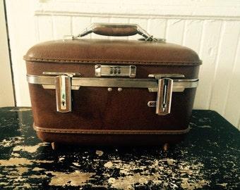 Vintage brown American Tourister train case